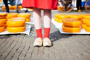 Tulip Tours Netherlands: interesting visits of cheese market and Dutch clog factory